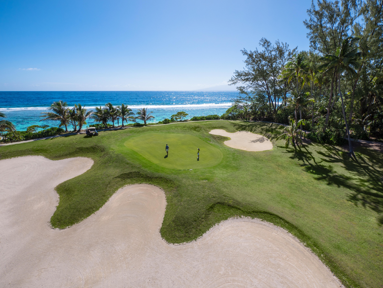 https://tahititourisme.cn/wp-content/uploads/2017/08/ACTIVITES-TERRESTRES-Moorea-Green-Pearl-Golf-1.jpg