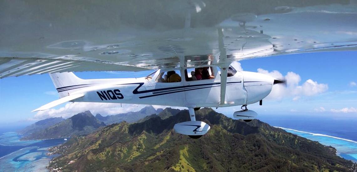 https://tahititourisme.cn/wp-content/uploads/2017/08/C3P-Cessna-above-Moorea.jpg