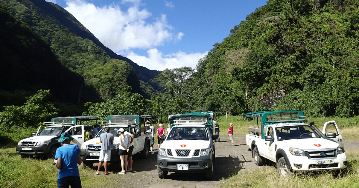 https://tahititourisme.cn/wp-content/uploads/2017/08/TahitiSafariExpeditions2_1140x550-min.png