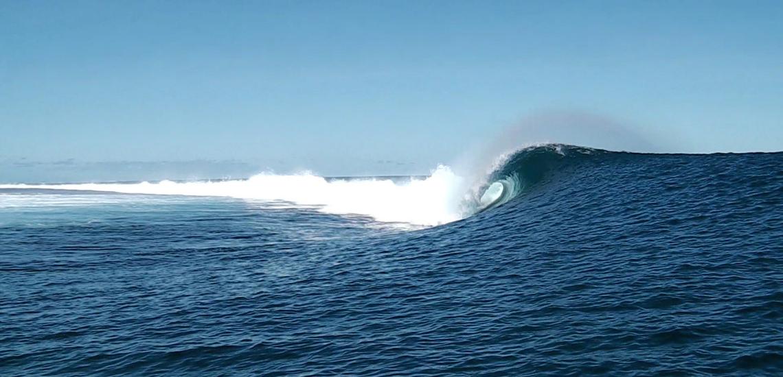 https://tahititourisme.cn/wp-content/uploads/2017/08/Tehanis-surf-cool.png