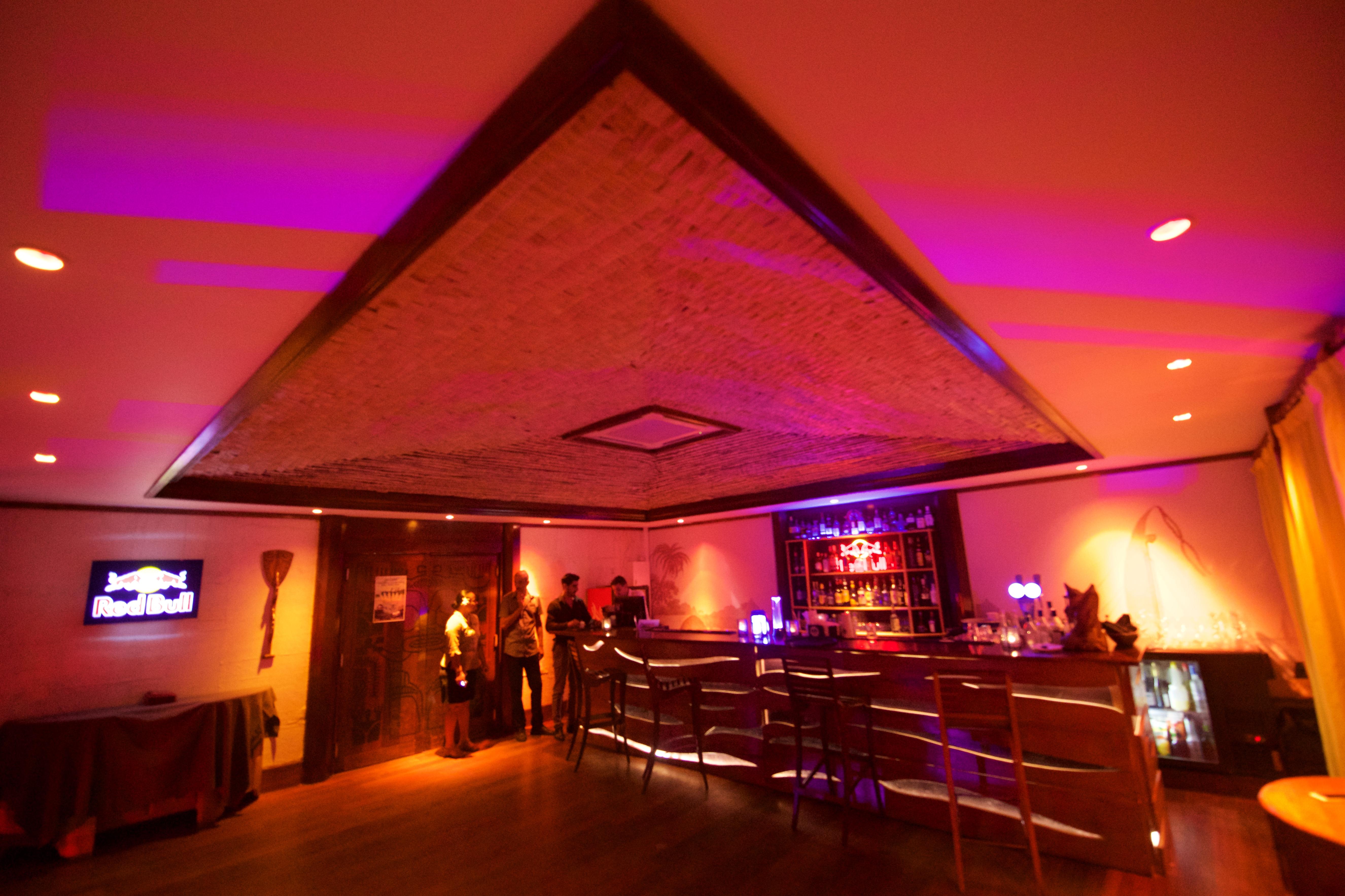 https://tahititourisme.cn/wp-content/uploads/2018/03/RESTAURATION-Matahiehani-Lounge-Bar-1-Tim_McKenna.jpg