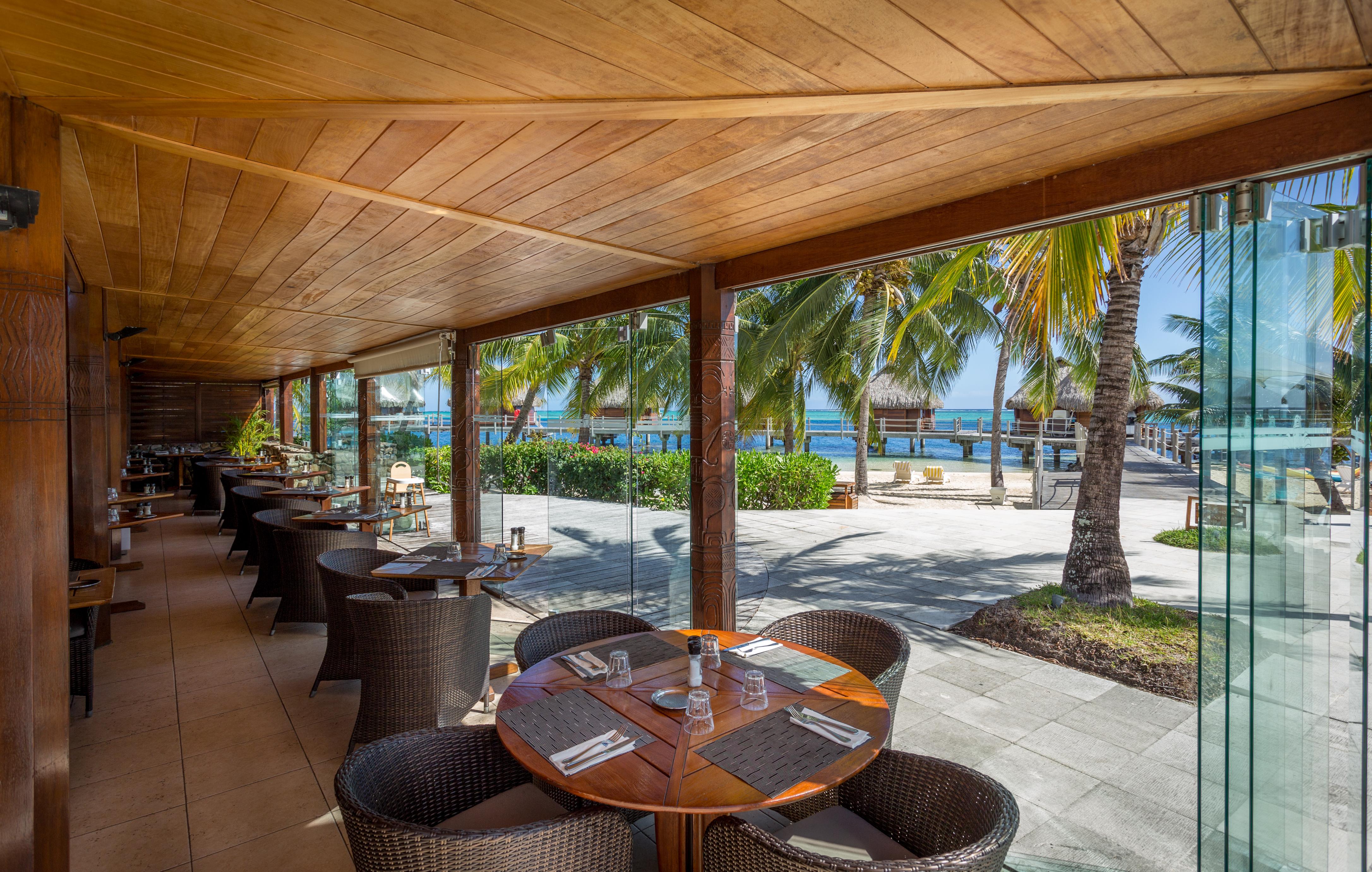 https://tahititourisme.cn/wp-content/uploads/2018/03/RESTAURATION-Restaurant-Mahanai-1-Charles_Veronese.jpg