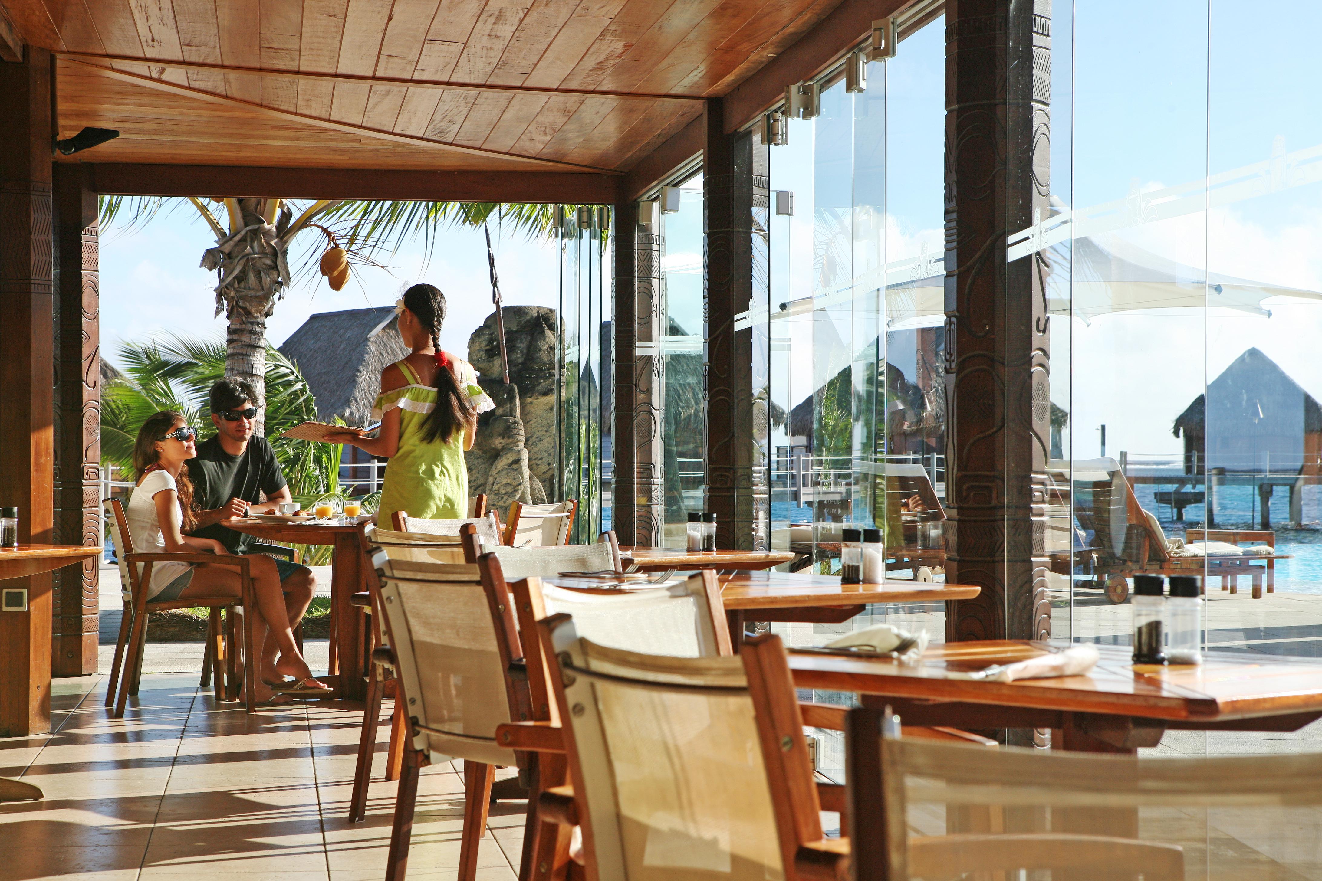 https://tahititourisme.cn/wp-content/uploads/2018/03/RESTAURATION-Restaurant-Mahanai-3-Greg_LeBacon.jpg