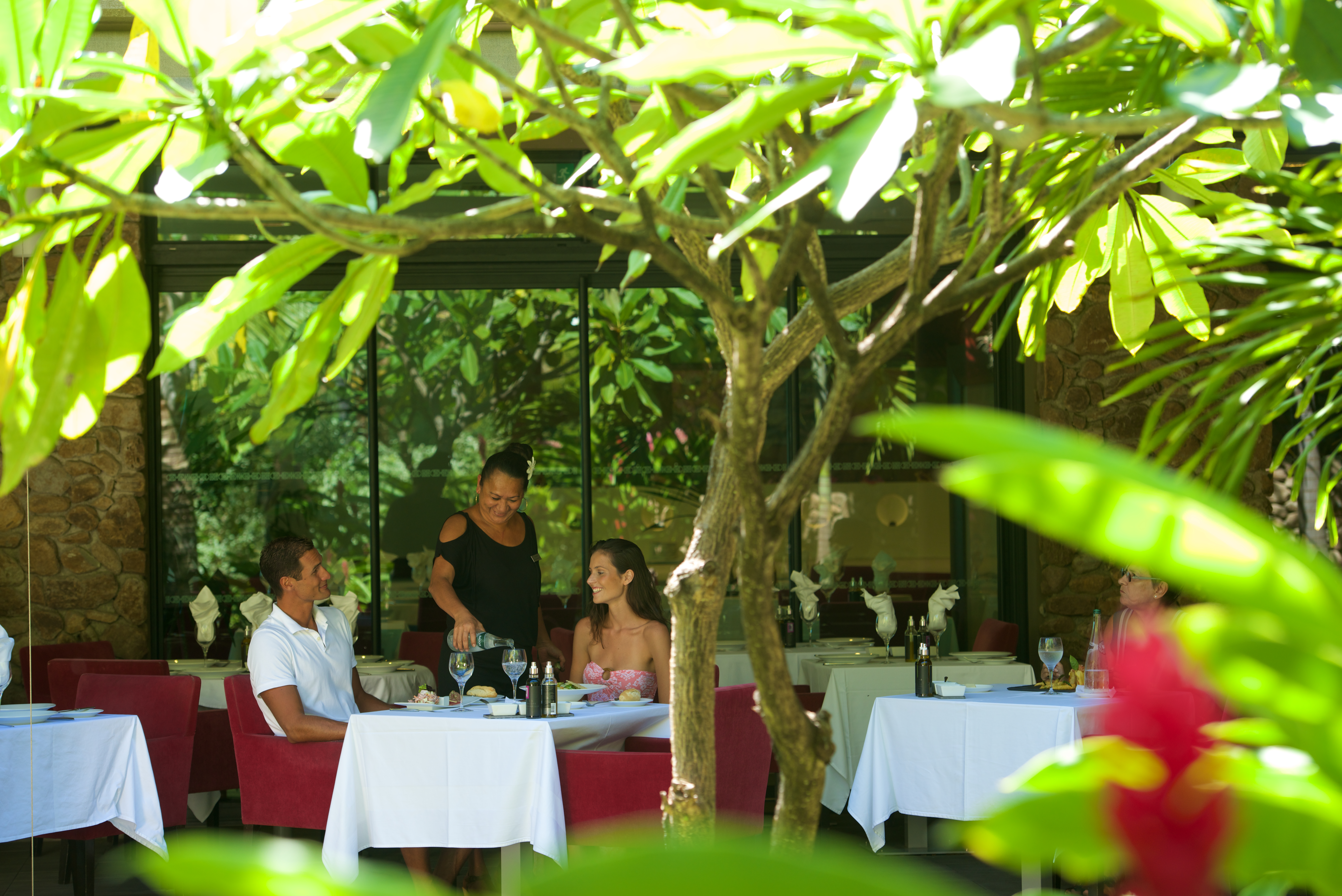 https://tahititourisme.cn/wp-content/uploads/2018/03/RESTAURATION-Vaitohi-Restaurant-2.jpg
