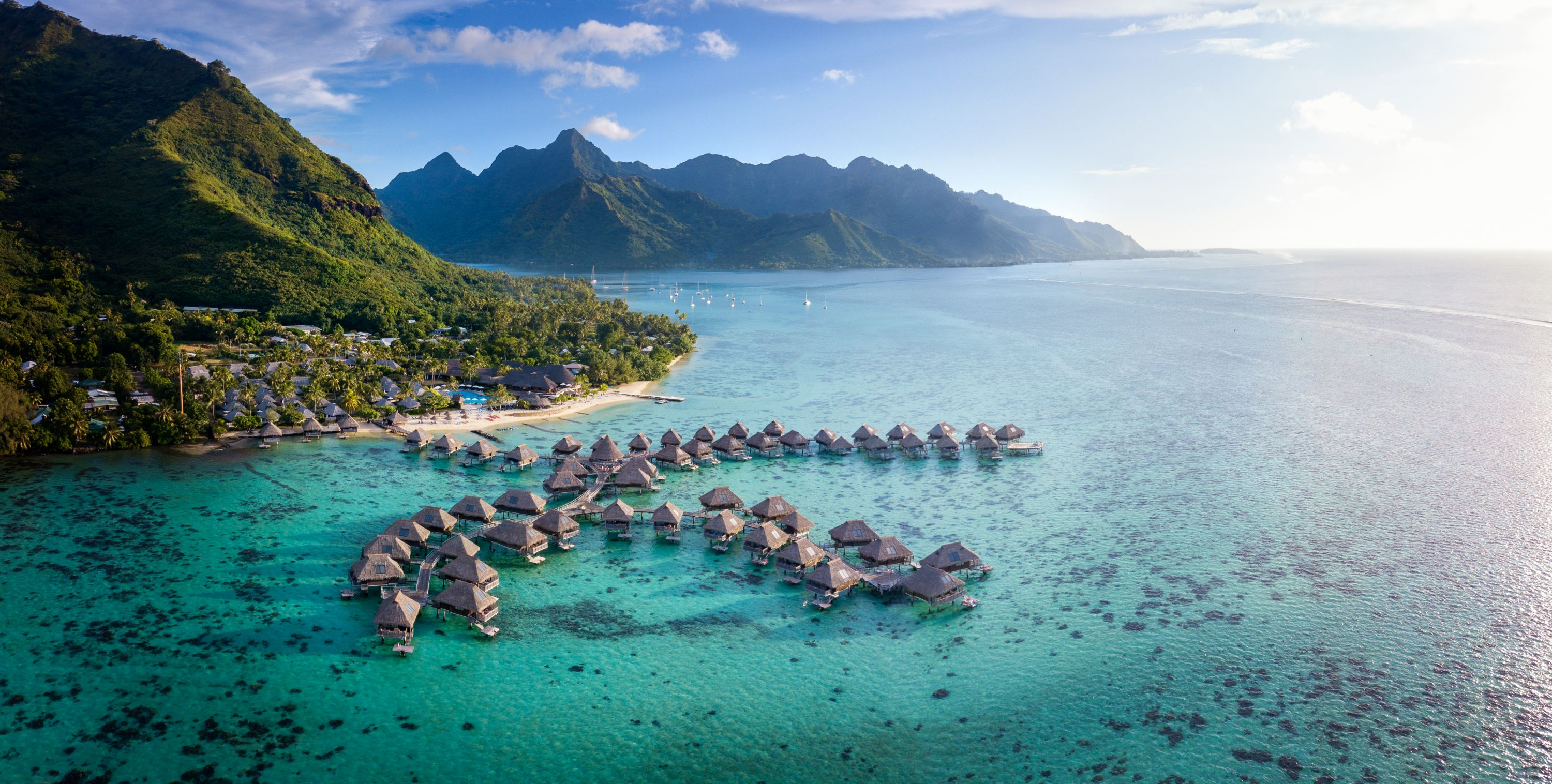 https://tahititourisme.cn/wp-content/uploads/2019/06/Resort-Exterior.jpg
