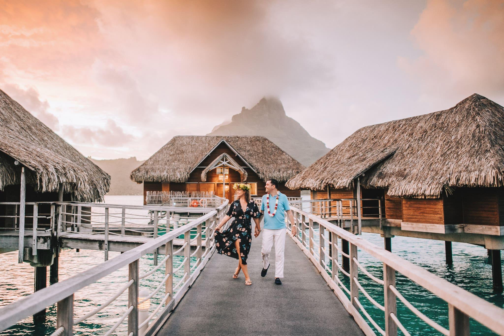 https://tahititourisme.cn/wp-content/uploads/2021/04/Bora-Bora-Photographer-Honeymoon-Wedding-couple-10.jpg
