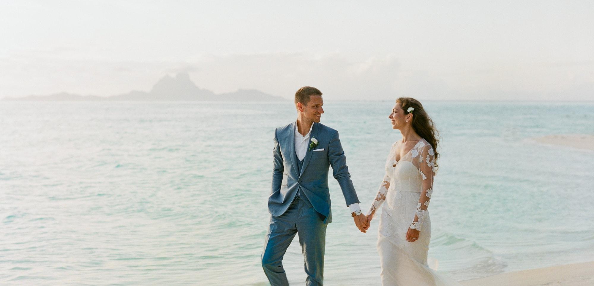 https://tahititourisme.cn/wp-content/uploads/2021/04/PCP-Bora-Bora-Photography-Couple-Wedding-sunset.jpg